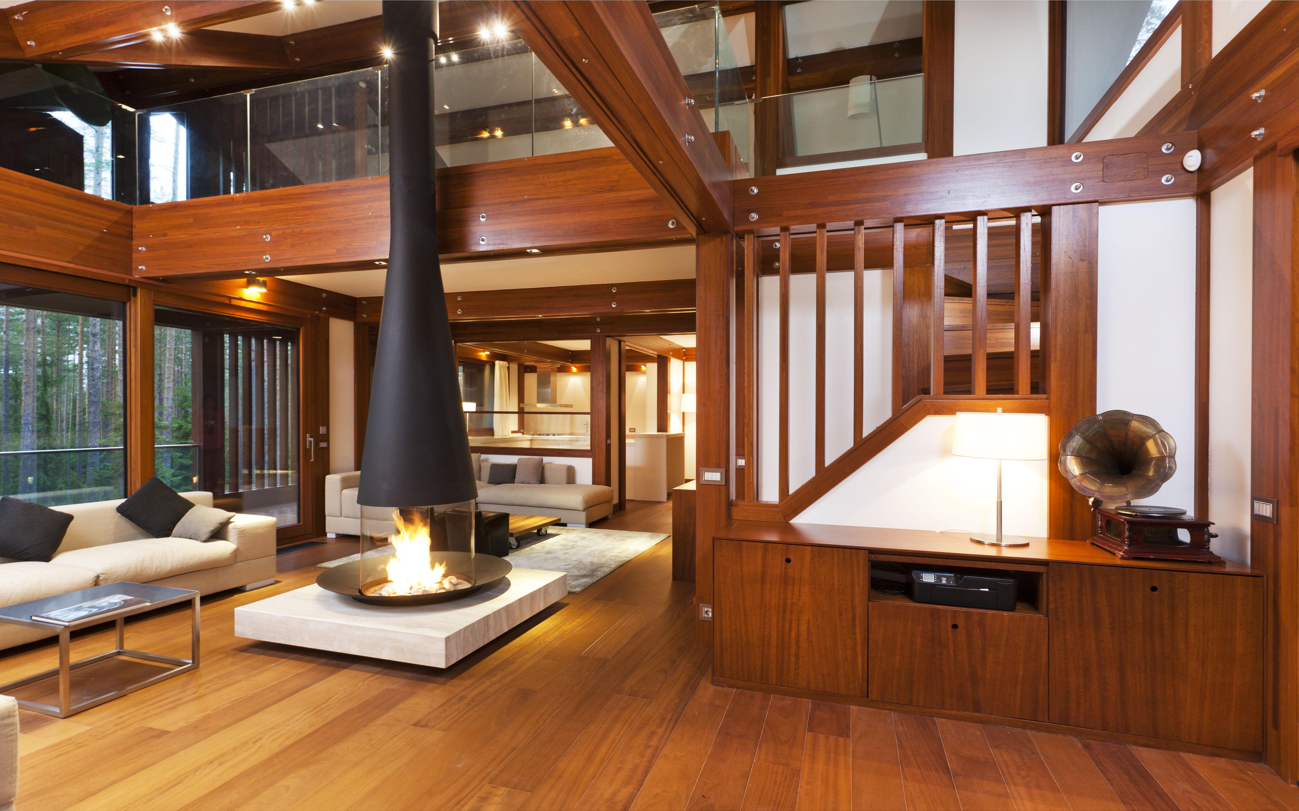 Una villa dal design contemporaneo tra i boschi di San