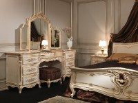 Luxury bedrooms White and Gold: Louis XVI style furniture