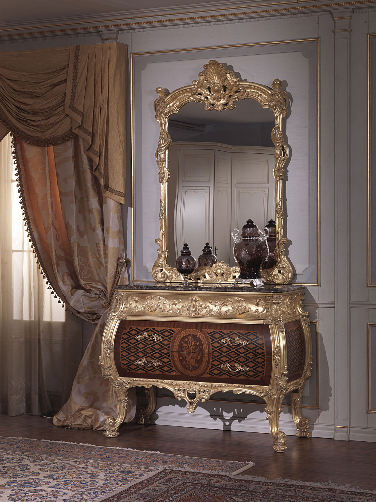 Classic italian bedroom 18th century with Louis XV chest