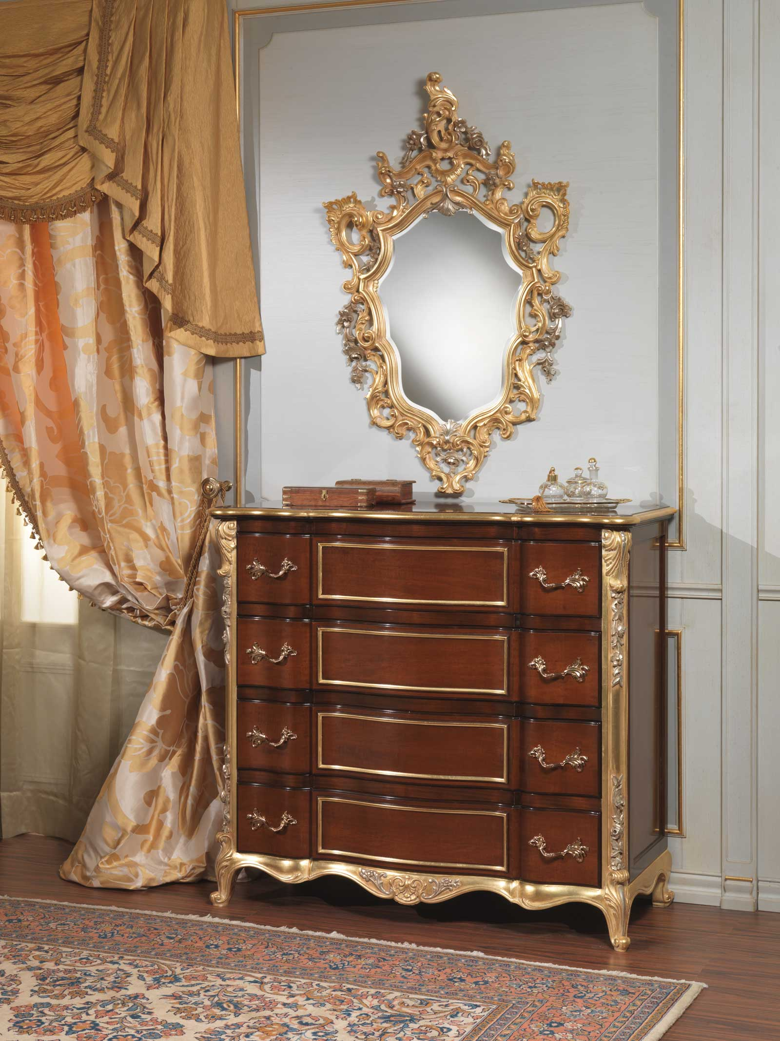 Classic italian bedroom 18th century chest of drawers and wall mirror  Vimercati Classic Furniture