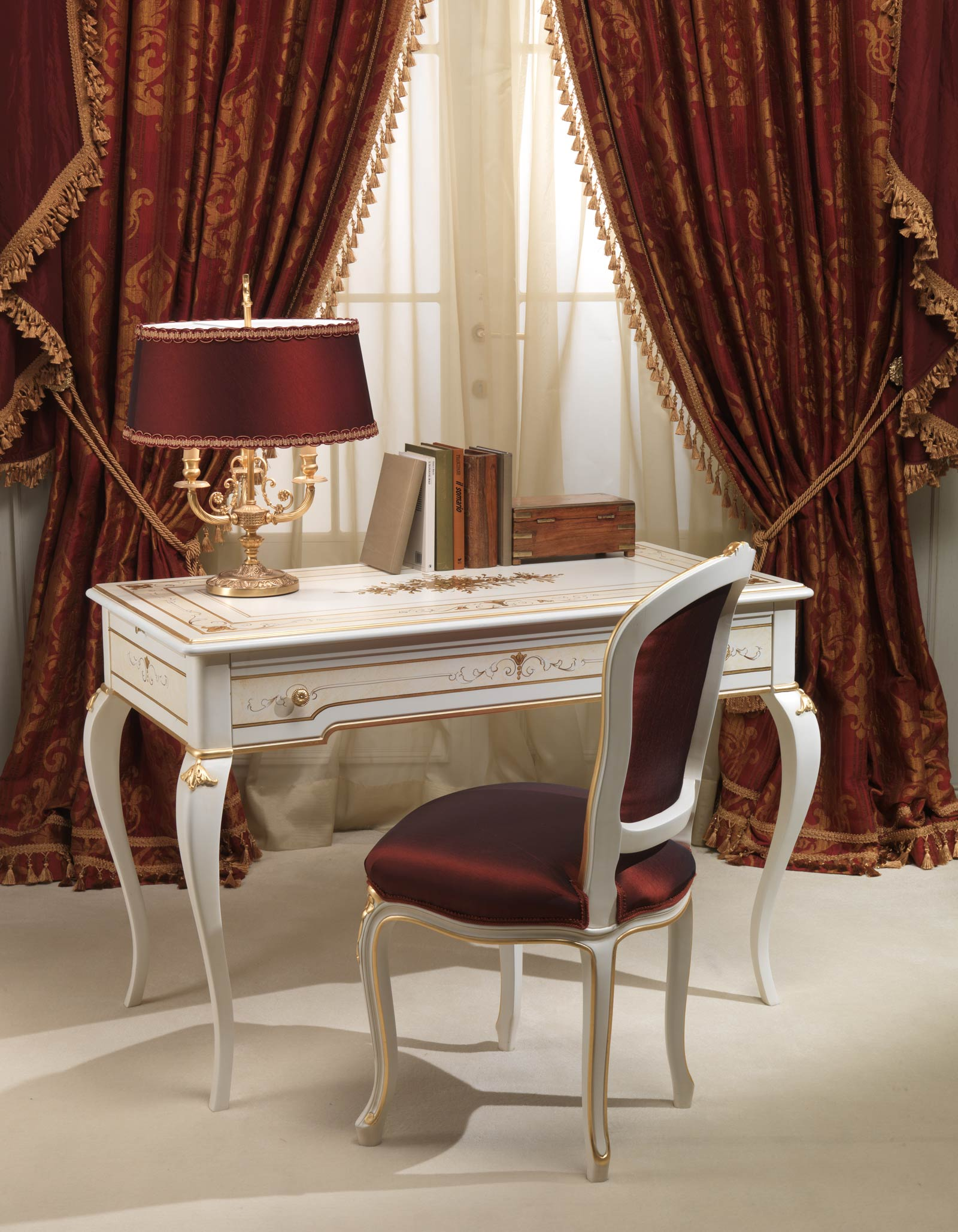 Classic Rubens 18th century french style bedroom desk and