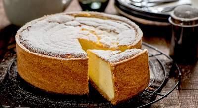 Gâteau au fromage et vin s'accompagnant de vin de glace Riesling