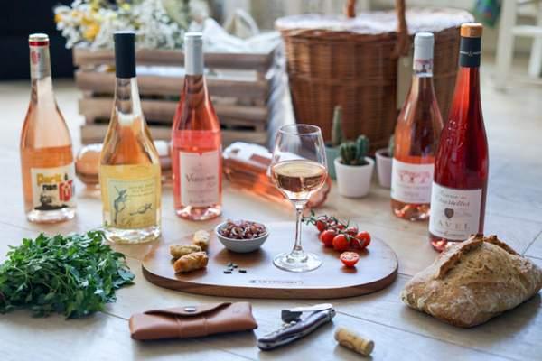 La lecture d'une étiquette de la bouteille ne vous permettra pas de choisir un bon vin rosé