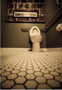 Un moyen économique et efficace pour détartrer vos toilettes