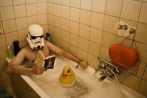 après une dure journée de travail, un bon bain