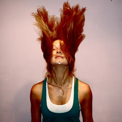 cheveux au vent et plein de vie