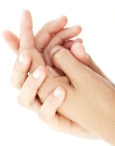 bichonnez vos mains avec ce bain pour les mains gercées ou ce vinaigre de massage