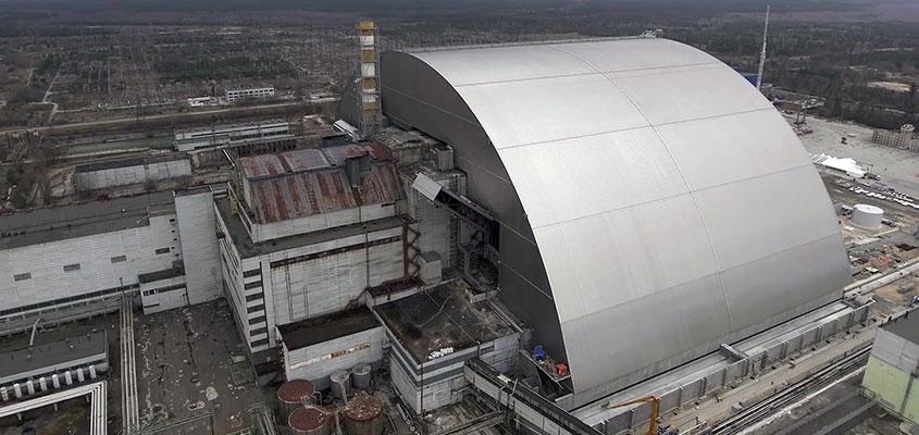 Une prouesse technique unique  larche de Tchernobyl a atteint sa position finale 29112016