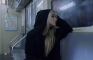 Sabrina Carpenter, estrena el vídeo de 'Thumbs', rodado en una sola toma