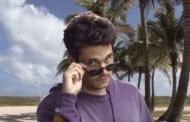 John Mayer hace un divertido vídeo para 'New Light', pero es lo que quería hacer