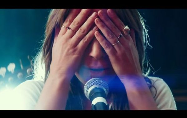 Lady Gaga repite tres temas en el top 40 de singles británico
