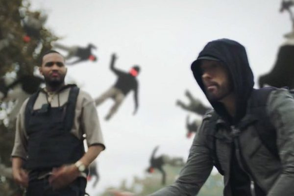 Eminem manda otro mensaje en su nuevo vídeo, 'Lucky You', junto a Joyner Lucas