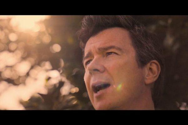 Rick Astley estrena el vídeo de 'Try', el baladón de su último álbum, 'Beautiful Life'