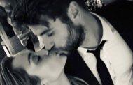 Nicholas Sparks, guionista y novelista de 'The Last Song', felicita a Miley Cyrus y Liam Hemsworth por su boda