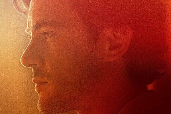 Jack Savoretti conseguirá su primer #1 en álbumes en UK, con 'Singing to Strangers'