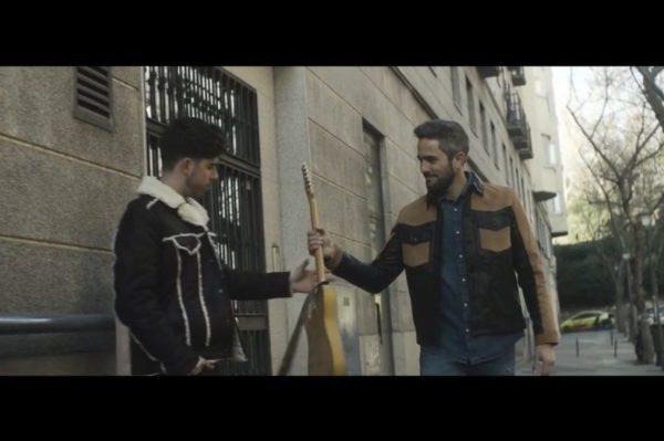 Roi Méndez estrena 'Plumas', pop sin complicaciones bailable y pegadizo, más no podemos pedir