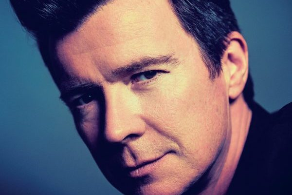 Rick Astley anuncia recopilatorio 'The Best Of Me' y primer adelanto 'Every One Of Us'