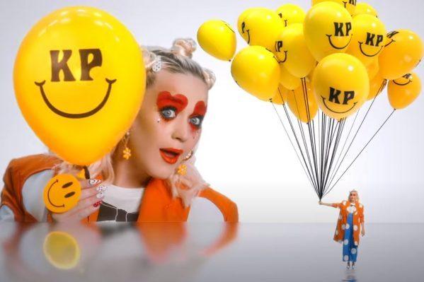 Katy Perry estrena el colorido vídeo de 'Smile', la canción que da título a su nuevo disco