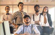 Cepeda presenta la portada de su próximo single 'Con Los Pies En El Suelo', que es también el título de su nuevo álbum