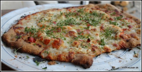 Aftenens bedste pizza med hummerhaler og karse