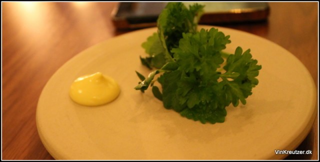 Grønne urter med brunet smør