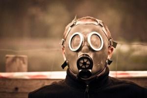 Sommelier con maschera anti gas
