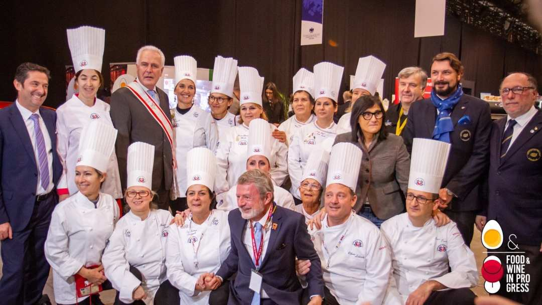 Foto di gruppo all'inaugurazione del Food & Wine in Progress 2019