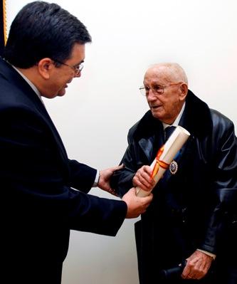 Marcelo Frías recogió el pasado 25 de marzo de manos del Delegado del Gobierno en La Rioja la Medalla de Oro al Mérito en el Trabajo concedida por el Gobierno de España en diciembre de 2009.