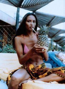 Laura Gessmer in Bikini