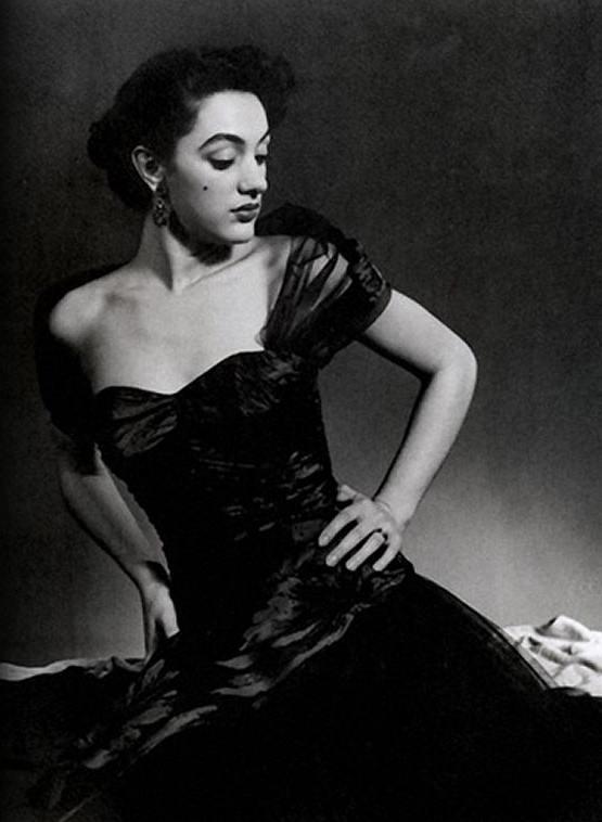 Dolores Del Monte Modeling