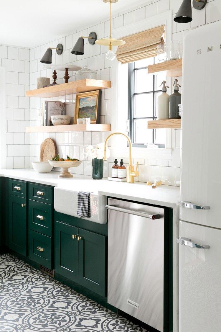 Una cocina irresistible decorada en verde y blanco