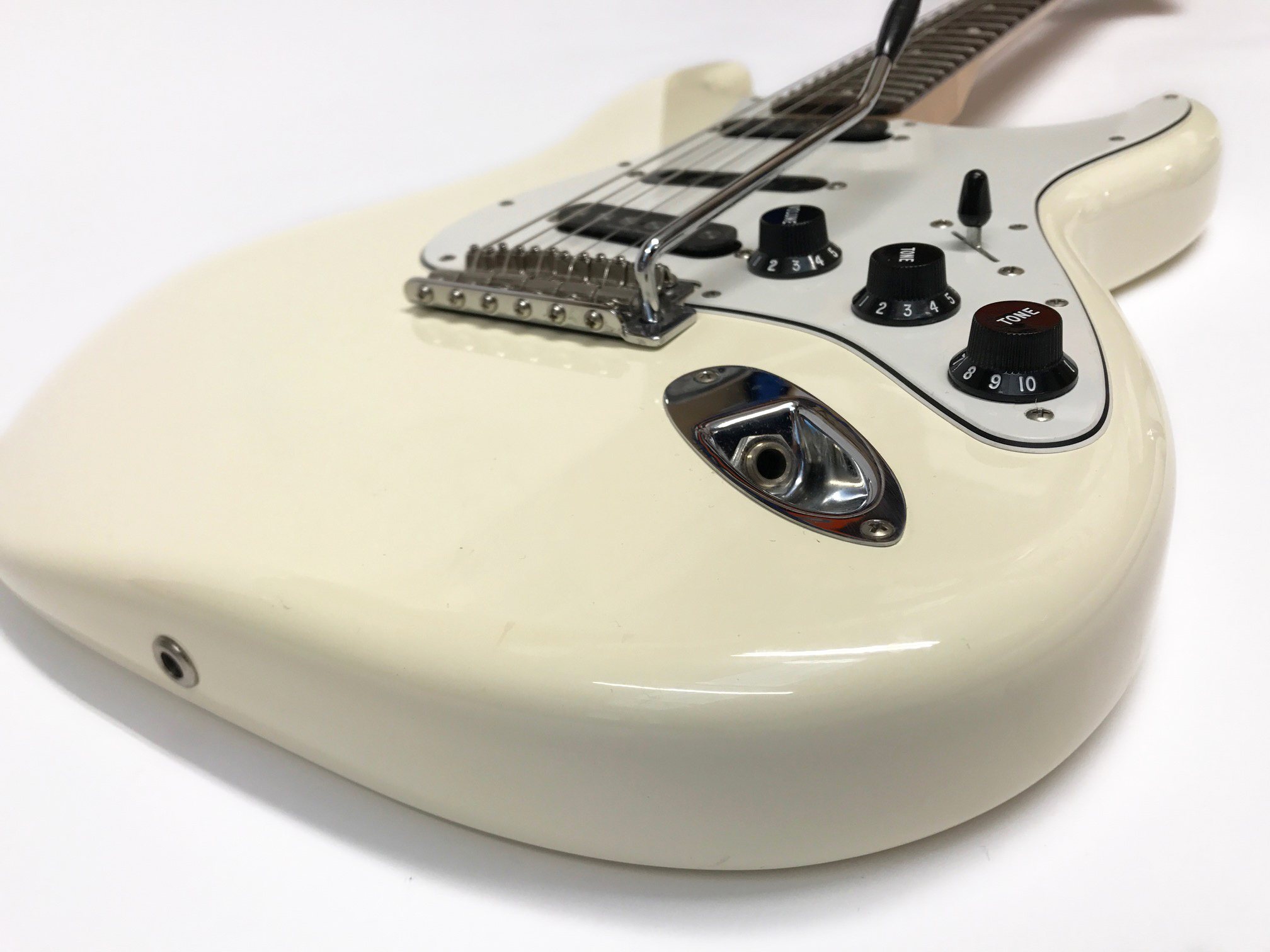 fender stratocaster ritchie blackmore signature edition pre owned 2011 white  [ 2016 x 1512 Pixel ]