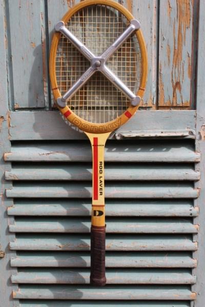 raquette de tennis cadre bois marque Donnay avec croix de tension