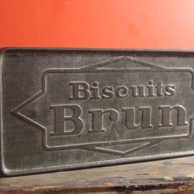 boîte à biscuits en métal vintage