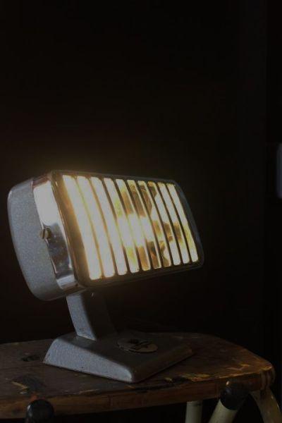 Radiateur Thermor des années 50 détourné en éclairage
