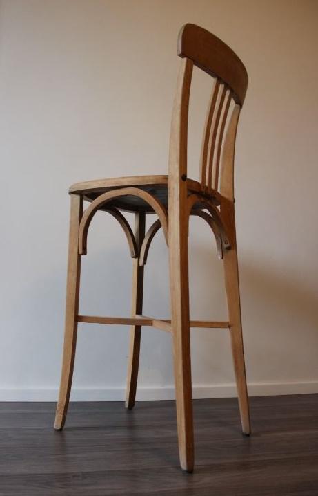 Ancienne chaise de bistrot vintage en bois datant des - Chaise bistrot ancienne baumann ...