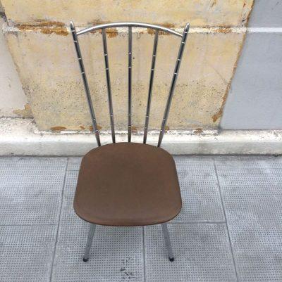 Chaise vintage structure métal chromé assise skaï