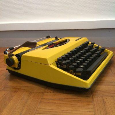 Machine à écrire vintage jaune