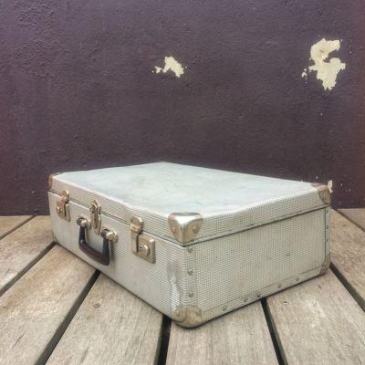 Malle de transport en métal vintage