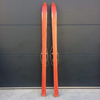 Ski en bois rétro old school vintage