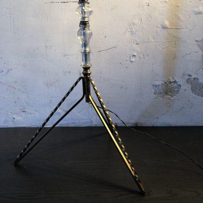Ancien lampadaire tripode