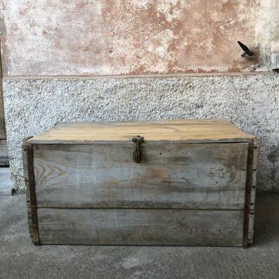 Ancienne malle de rangement en bois