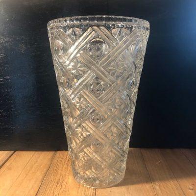 Vase verre taillé esprit art déco