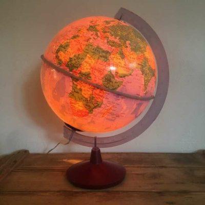 Globe terrestre vintage éclairé