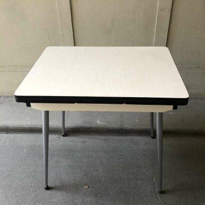 Petite table formica années 70