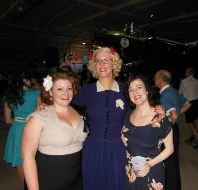 1940s Vintage outfits at a lindy hop dance