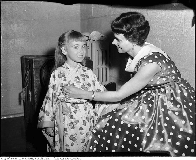 Metropolitan Opera performers in dressing room at Maple Leaf Gardens 1950s