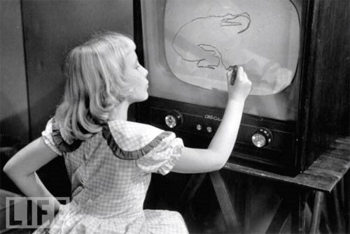 1950s image of a girl drawing
