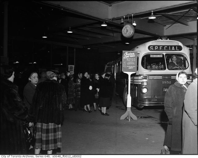 Toronto christmas lights tour vintage
