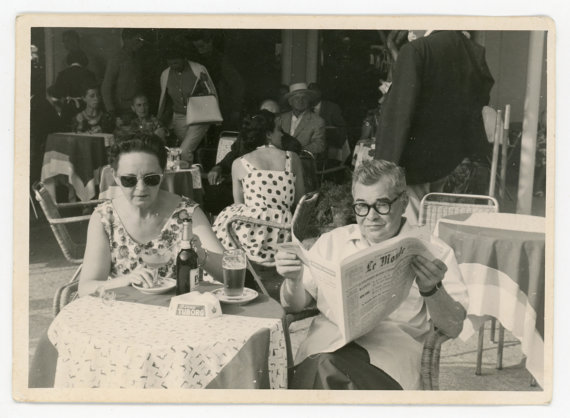 1960s-vintage-couple-on-vacation-in-france